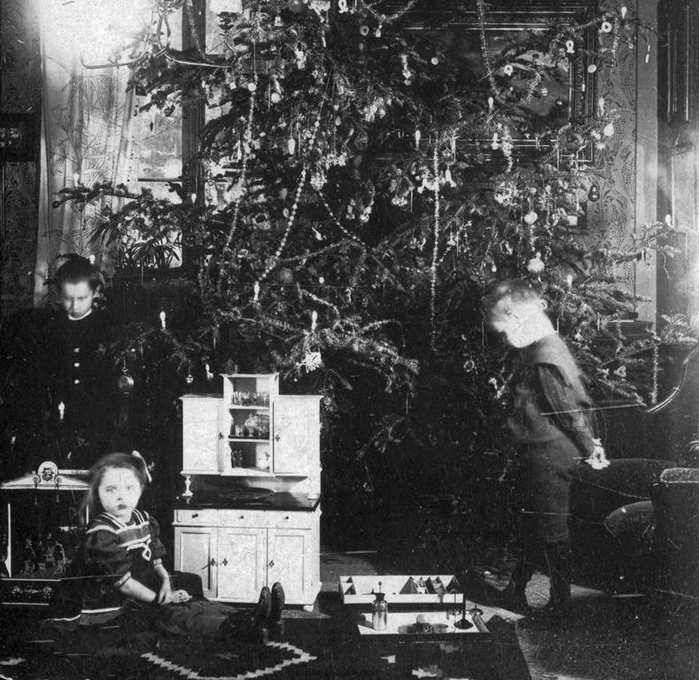 Egy polgárcsalád karácsonya, 1909.jpg