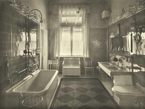Nagypolgári család fürdőszobája 1900 körül.jpg