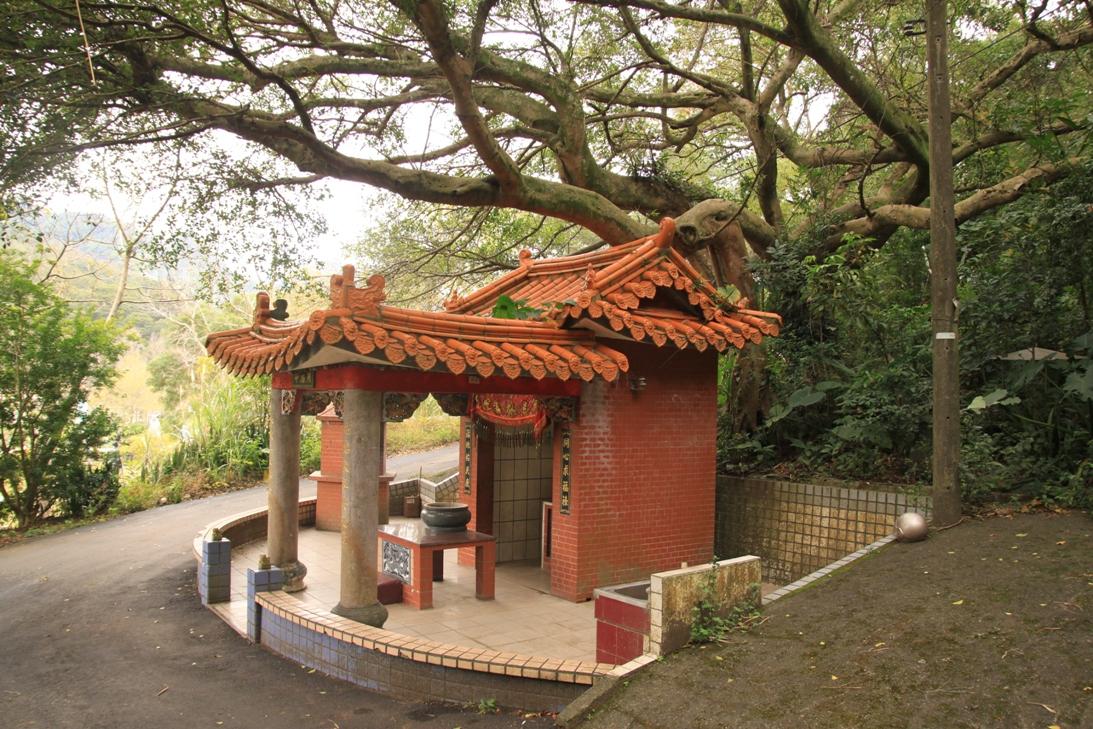 Csang Kaj-sek emlékparkjában is találkoztunk szentéllyel.