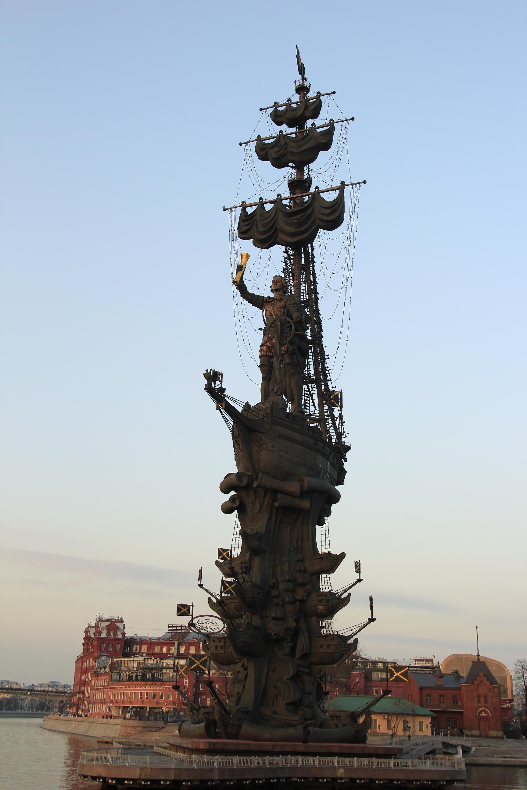 Nagy Péter cár 98 méter magas szobra...