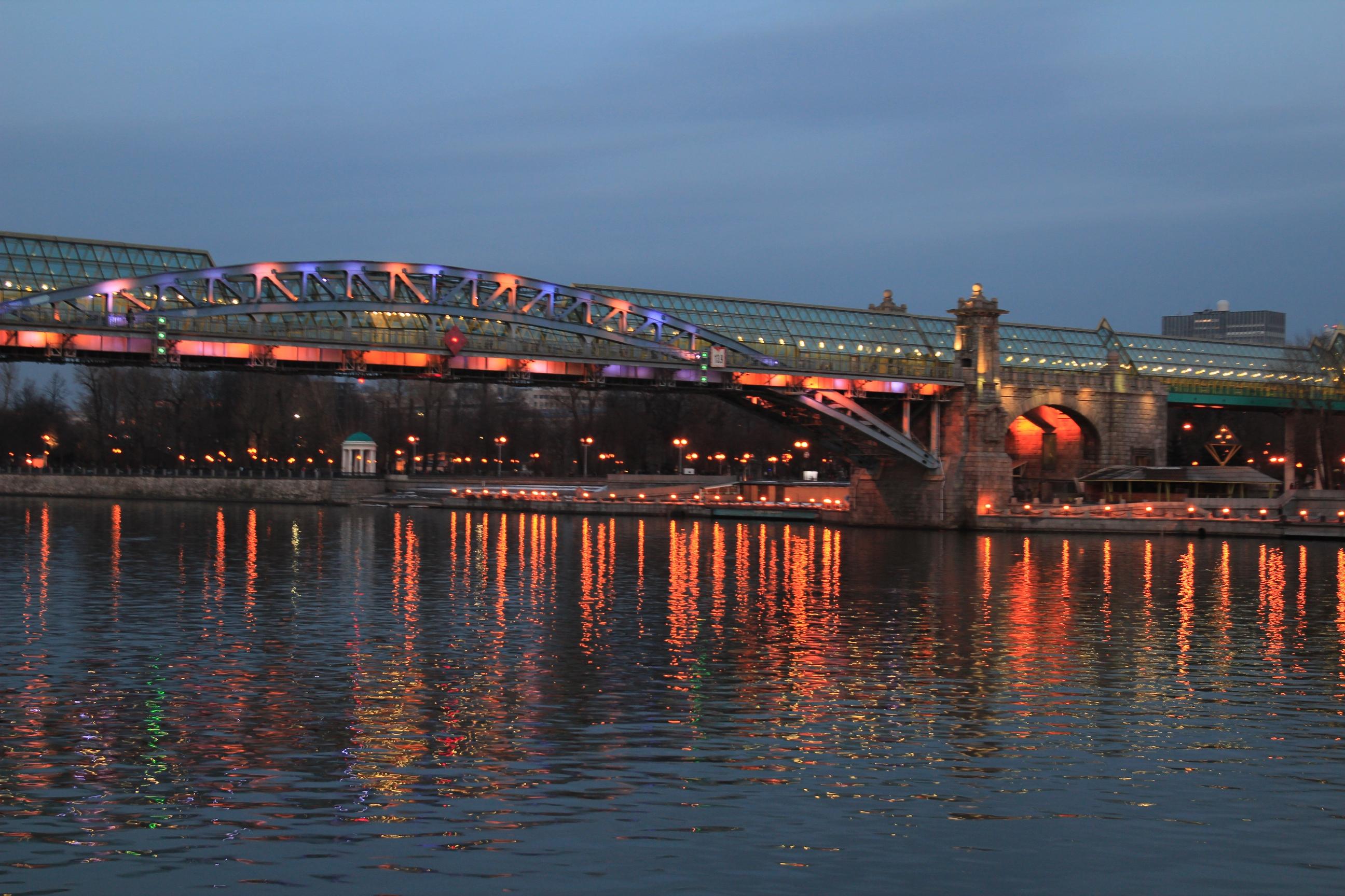 Az Andrejevszkij híd egy imresszionista festmény benyomását (!) kelti esténként