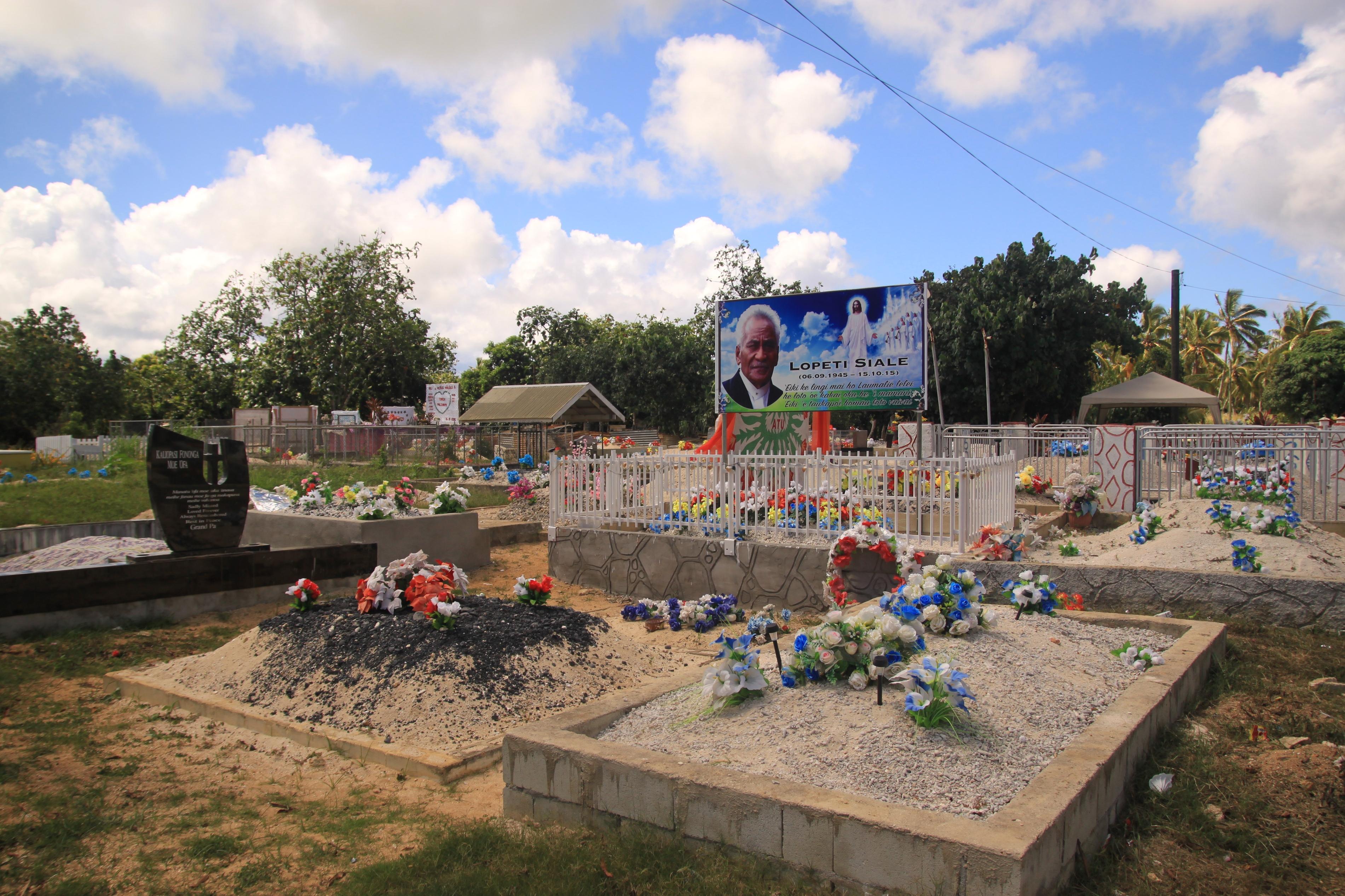 Tongai temető. Első pillantásra azt hittem, hogy játszótér....