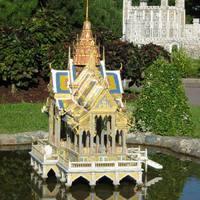 A Bang Pa In palota vízi pavilonja