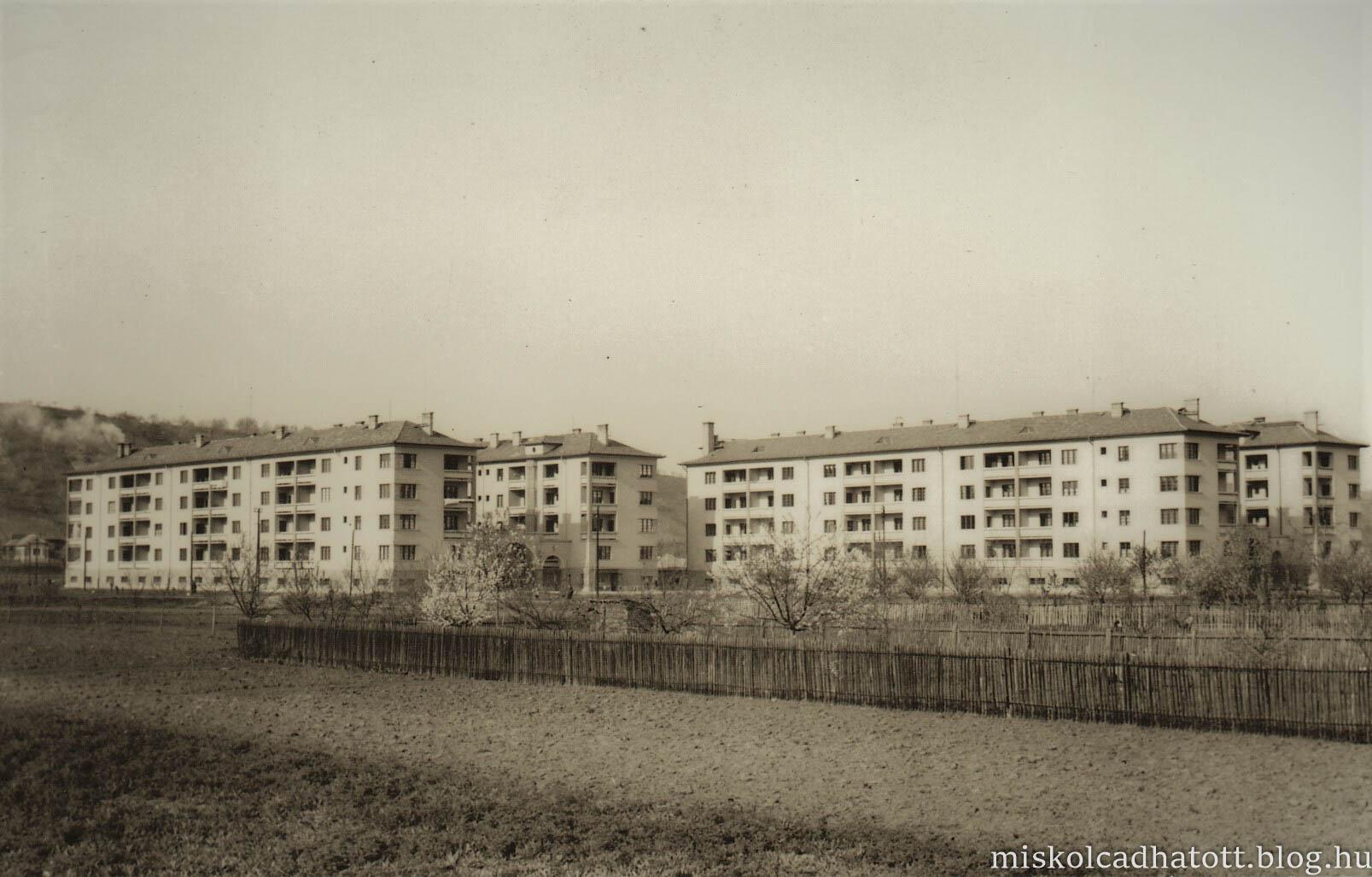 86_232_13_2_regi_berhazak_a_bulgarfoldon_1939-ben_epultek.jpg