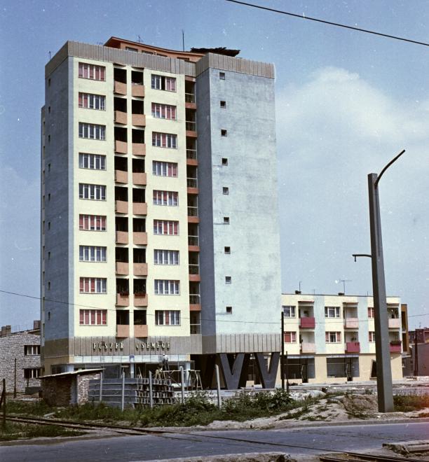 1962_kilian-eszak_kiss_tabornok_ut_dorottya_utca_sarok_a_toronyhaz_tetejen_kerult_kialakitasra_a_csillagvizsgalo.jpg