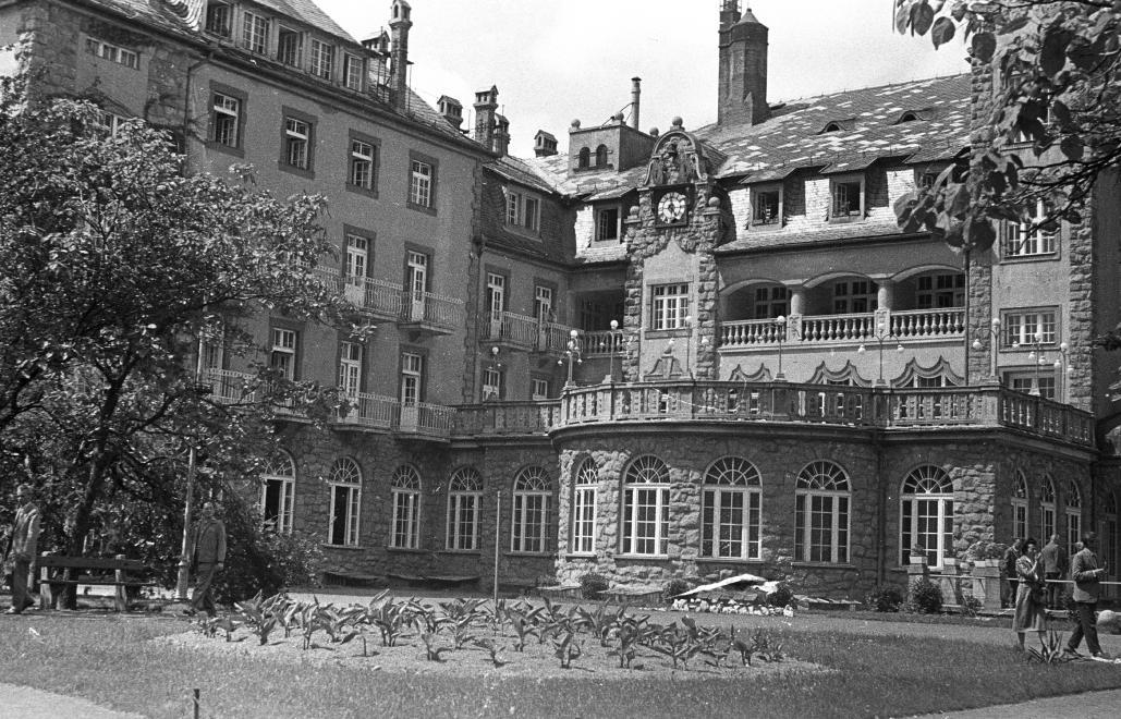 1962_palotaszallo_a_park_felol.jpg
