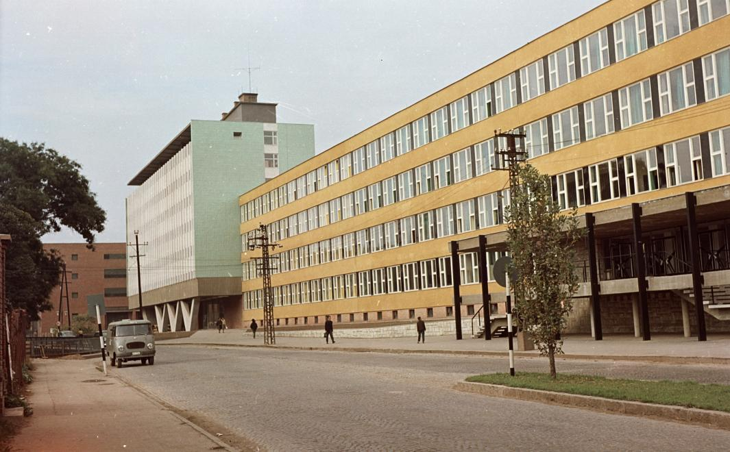 1963_paloczy_laszlo_utca_szakkozepiskola_es_kollegium.jpg