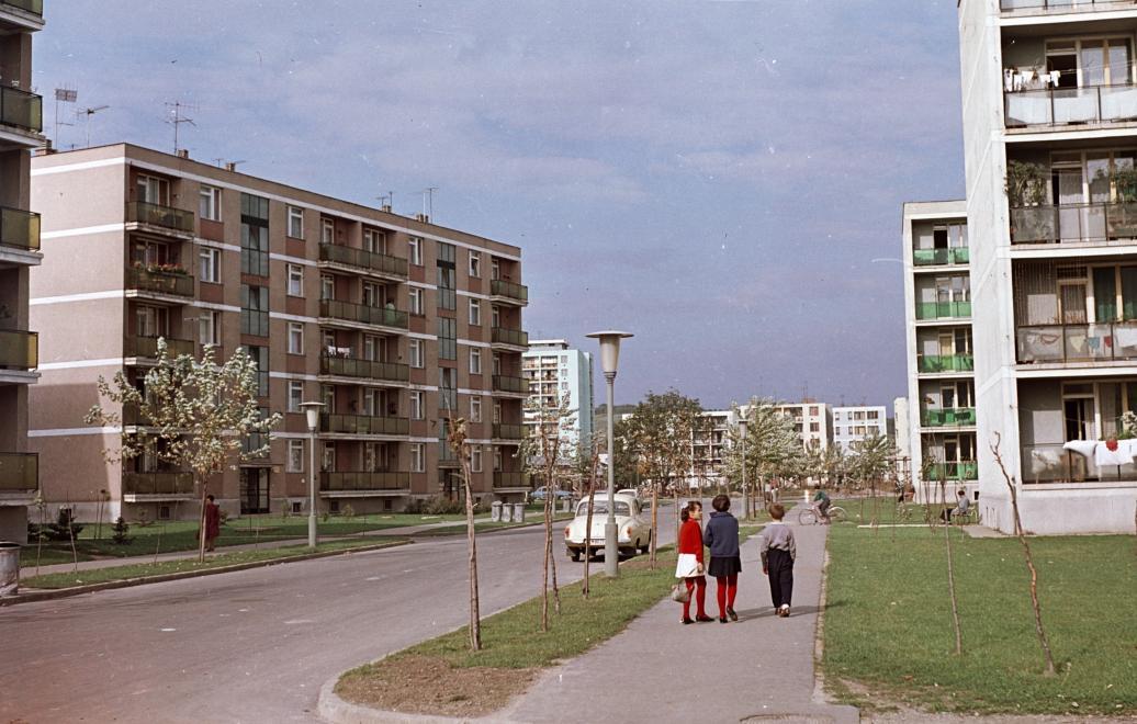 1965_kilian-del_gagarin_utca_a_benedek_elek_utca_felol_nezve.jpg