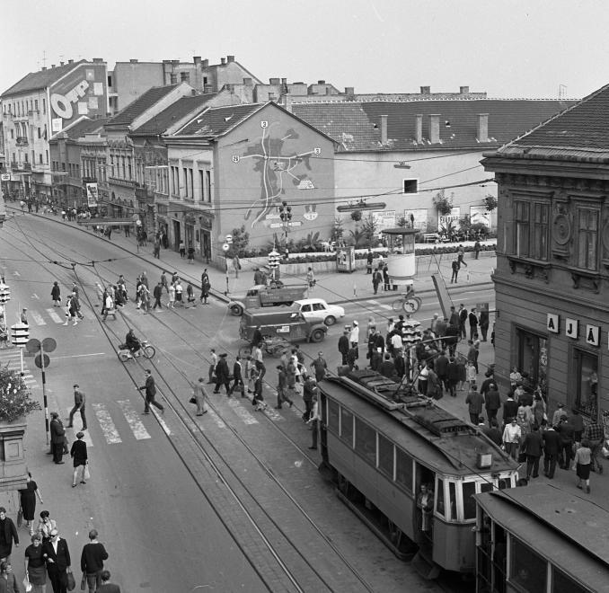 1968_szechenyi_utca_szemere_utca_keresztezodes_a_villanyrendor_2.jpg