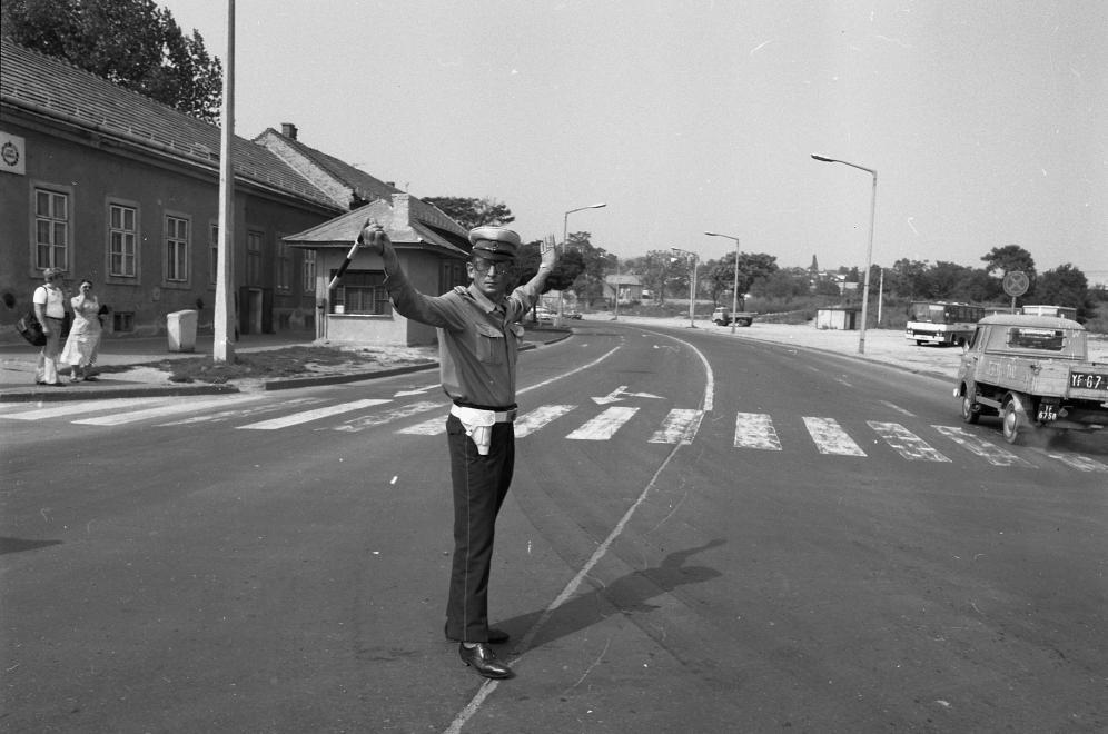 1982_ady_endre_utca_26-os_fout_a_keresztezodesben_jobbra_a_szeles_utca_balra_a_madarasz_viktor_utca.jpg