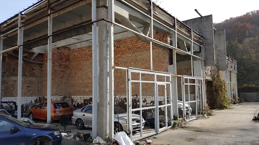 ..vagy szerkezetére lebontott épületek sora jellemezte a III-as telepet.