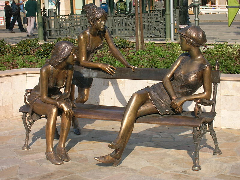 800px-girls_of_miskolc_statue_closeup.jpg