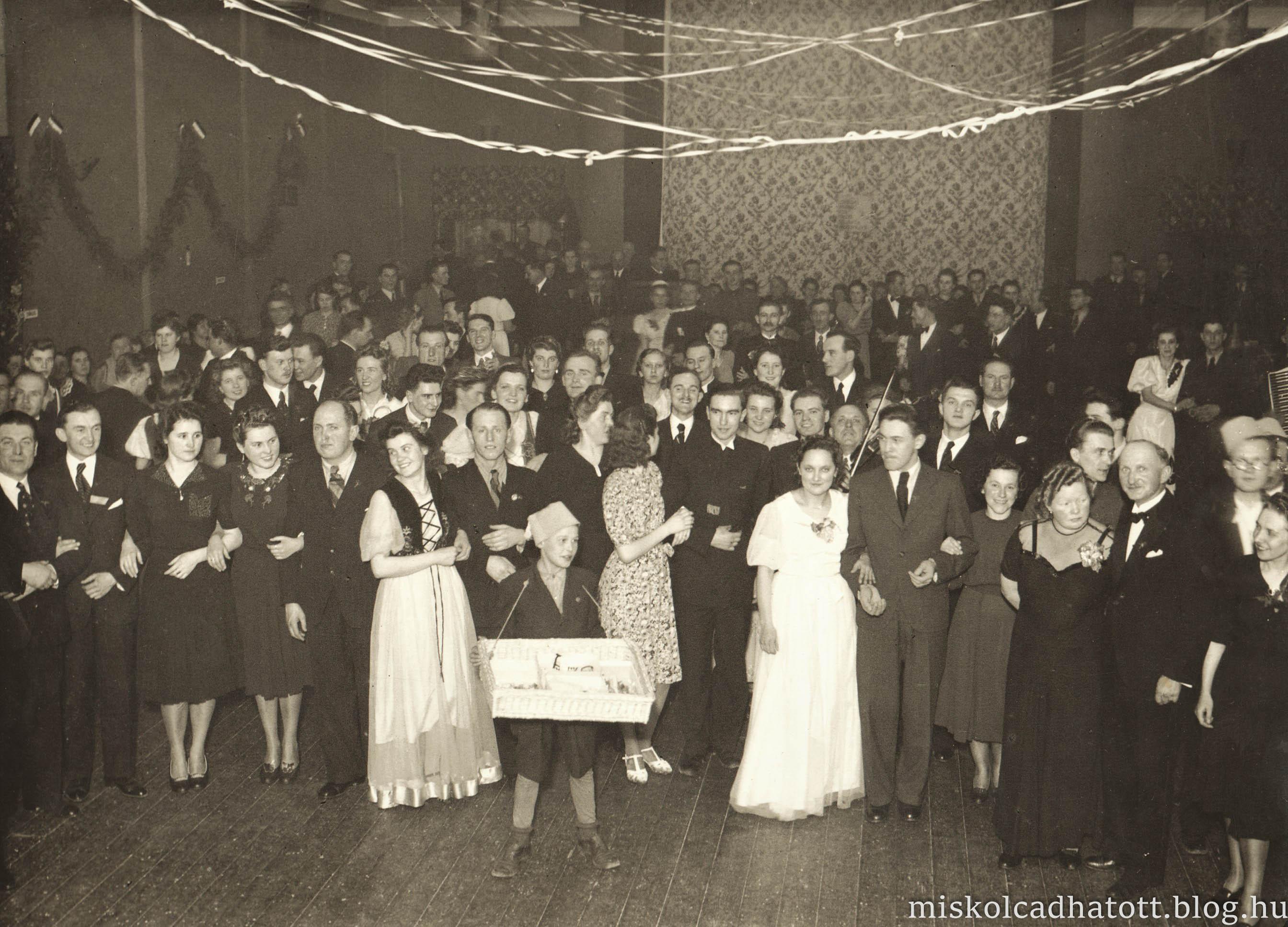 85_253_35_szilveszteri_mulatsag_diosgyorben_1939.jpg