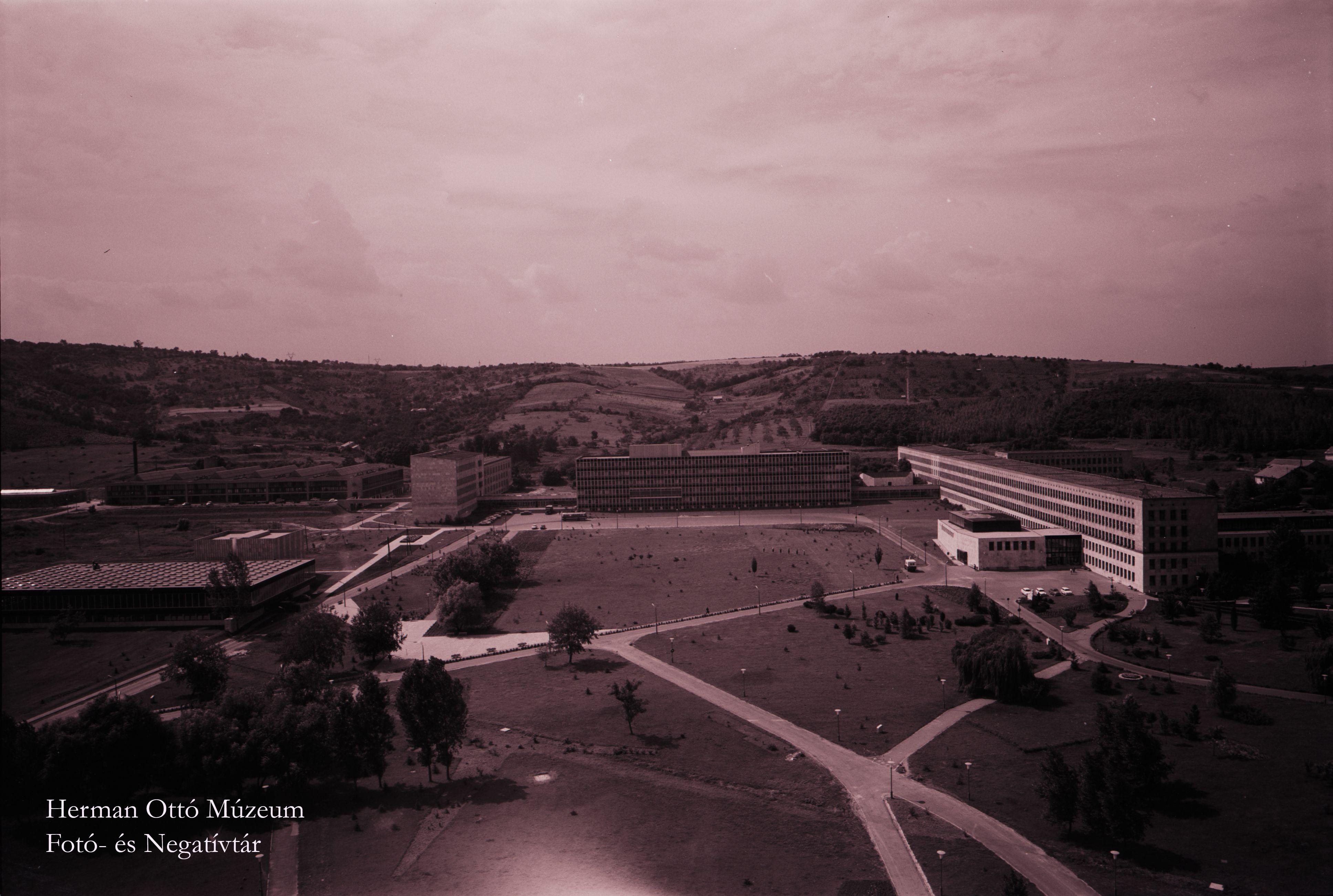 Herman Ottó Múzeum Fotó- és Negatívtára. Egyetemváros, panoráma. Szepsy Szűcs Levente, 1969. Leltári szám: HOM_FN_19506