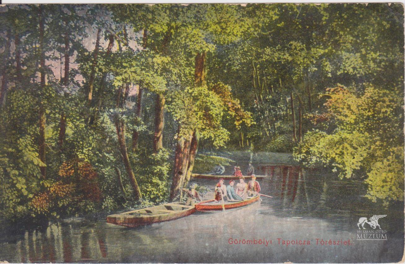 A tapolcai park központi eleme a csónakázótó, amelyből több kis sziget is kiemelkedik.