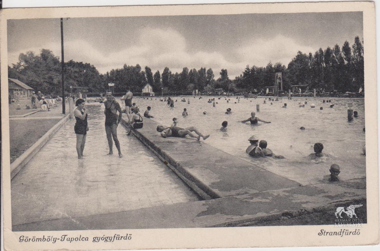 Az 1830-as években már fedett fürdő állt a módosabbak rendelkezésére, a köznép továbbra is a szabad ég alatt fürdött.
