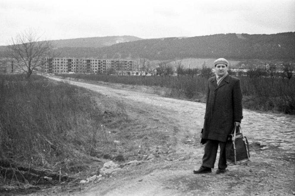 1961 Az épülő Kilián-déli lakótelep Diósgyőr felől nézve, jobbra a háttérben a Tatárdomb látható (fotó: Szánthó Zoltán)