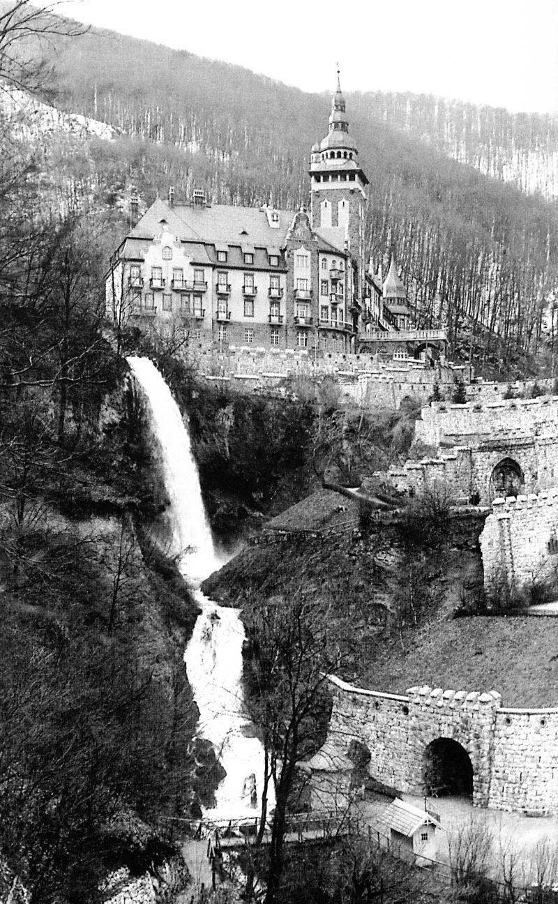 A Palotaszálló 1930-as átadásakor