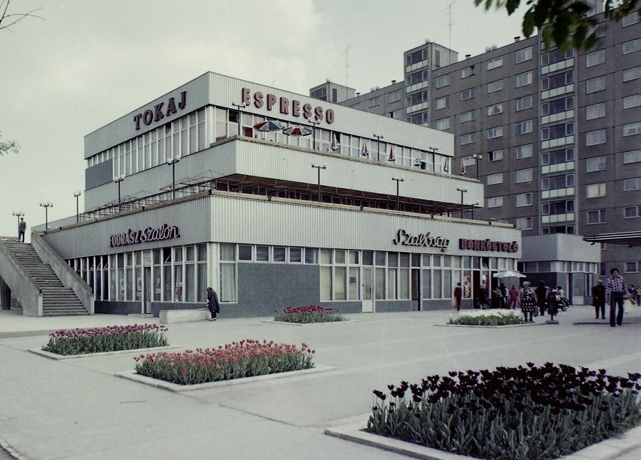 A Tokaj étterem épülete 1975-ben