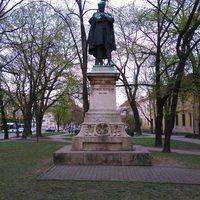 Szemere Bertalan (1812-1869) szobra a Szemere-kertben