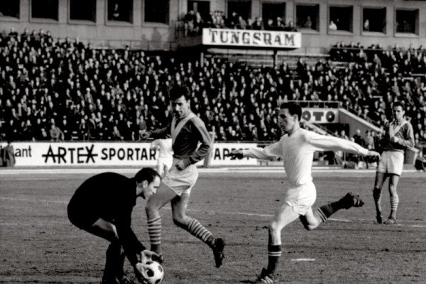 ket_evtized_magyar_kapusai_tamas_gyula_dvtk_1965.jpg