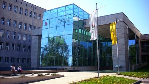 A Miskolci Egyetem főbejárata 44bd019614