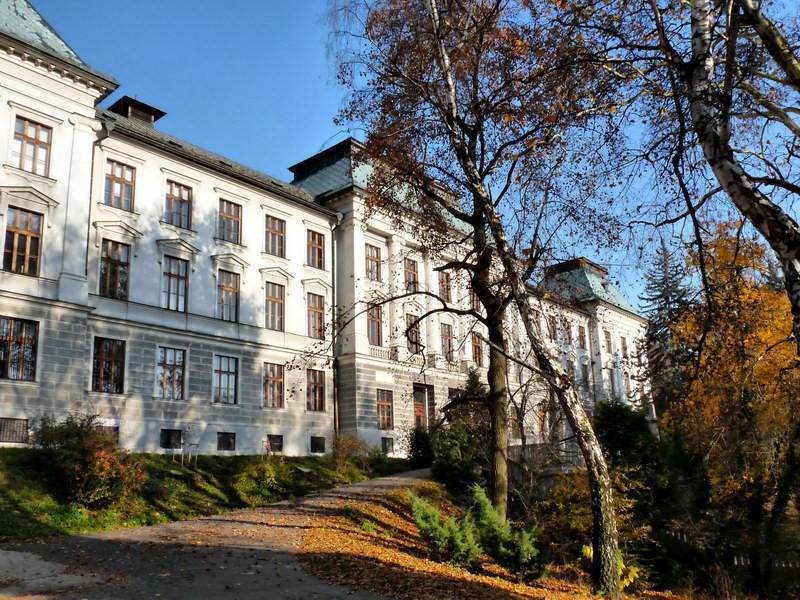 budovy_banickej_a_lesnickej_akademie_1417264970_selmec_akademia6.jpg