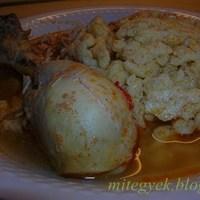 Csirkepörkölt nokedlivel vagy rizzsel