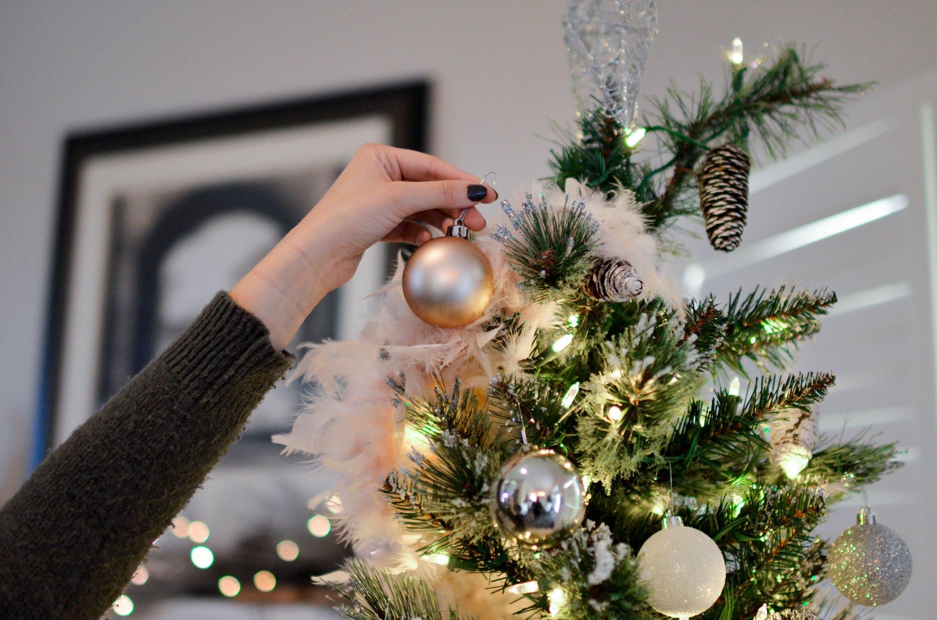 Karácsonyfa díszítés divatosan