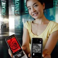 Videótelefonálás félhomályban - Bemutatkozott a Samsung SCH-W760 mobiltelefon