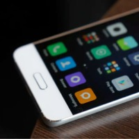 Jönnek a kínaiak: itt a Xiaomi Mi 5