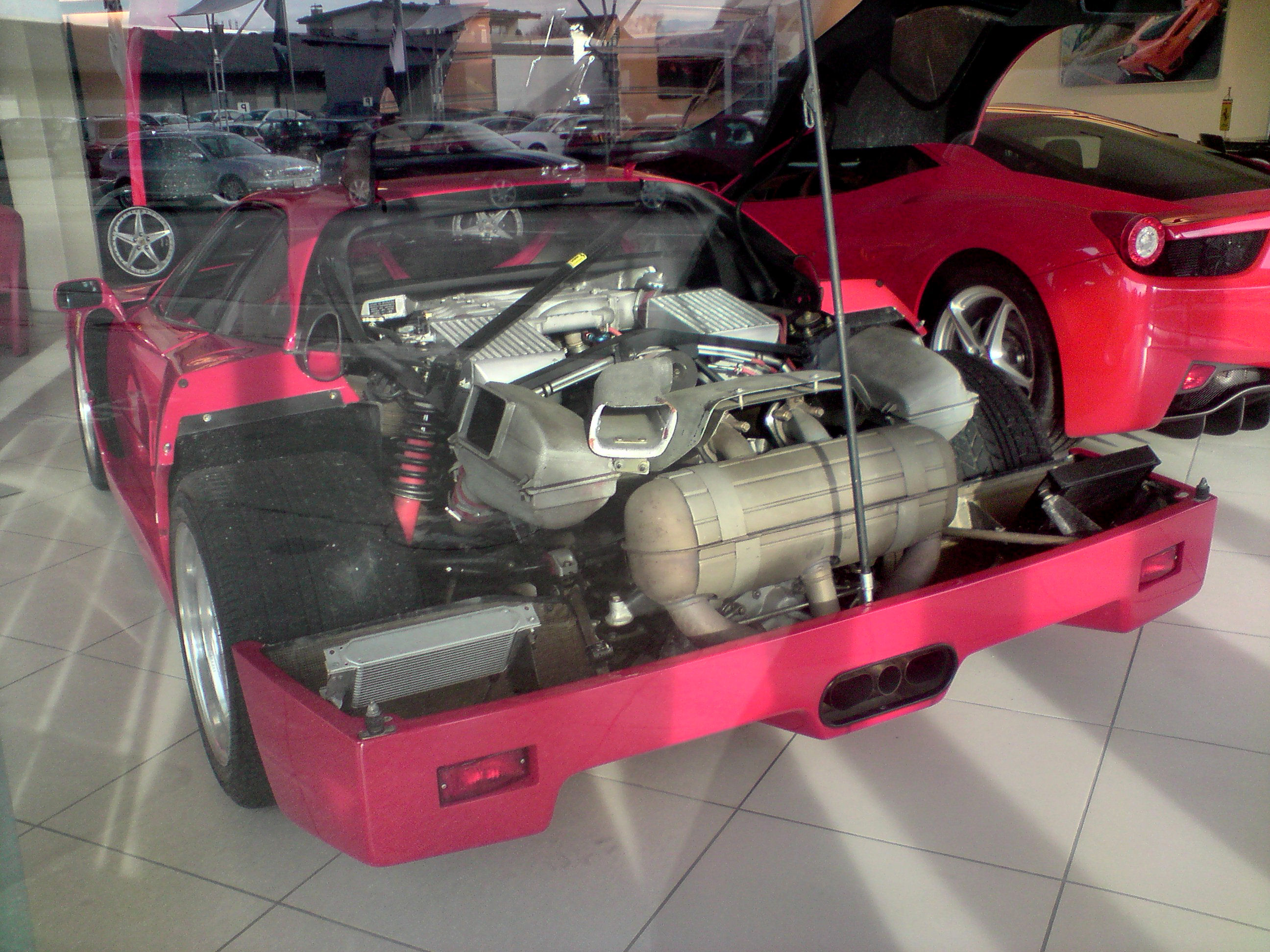 F40_Ferrari_engine.JPG
