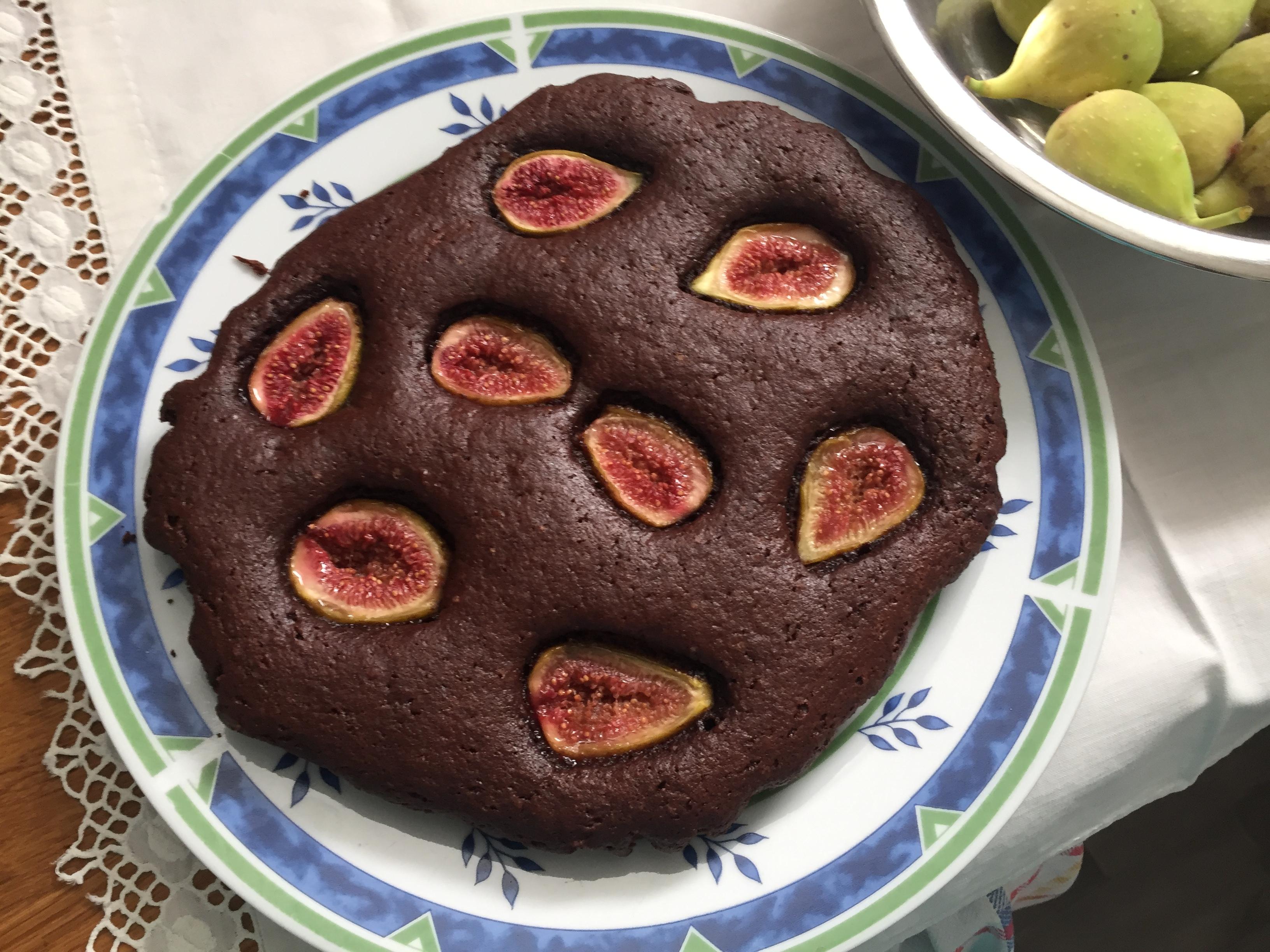Kakaós-diós süti fügével