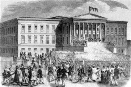 1848-marcius-15-en-a-nemzeti-muzeum-elott-korabeli-metszet_neon_cikk_lead_fill_424x283.jpg