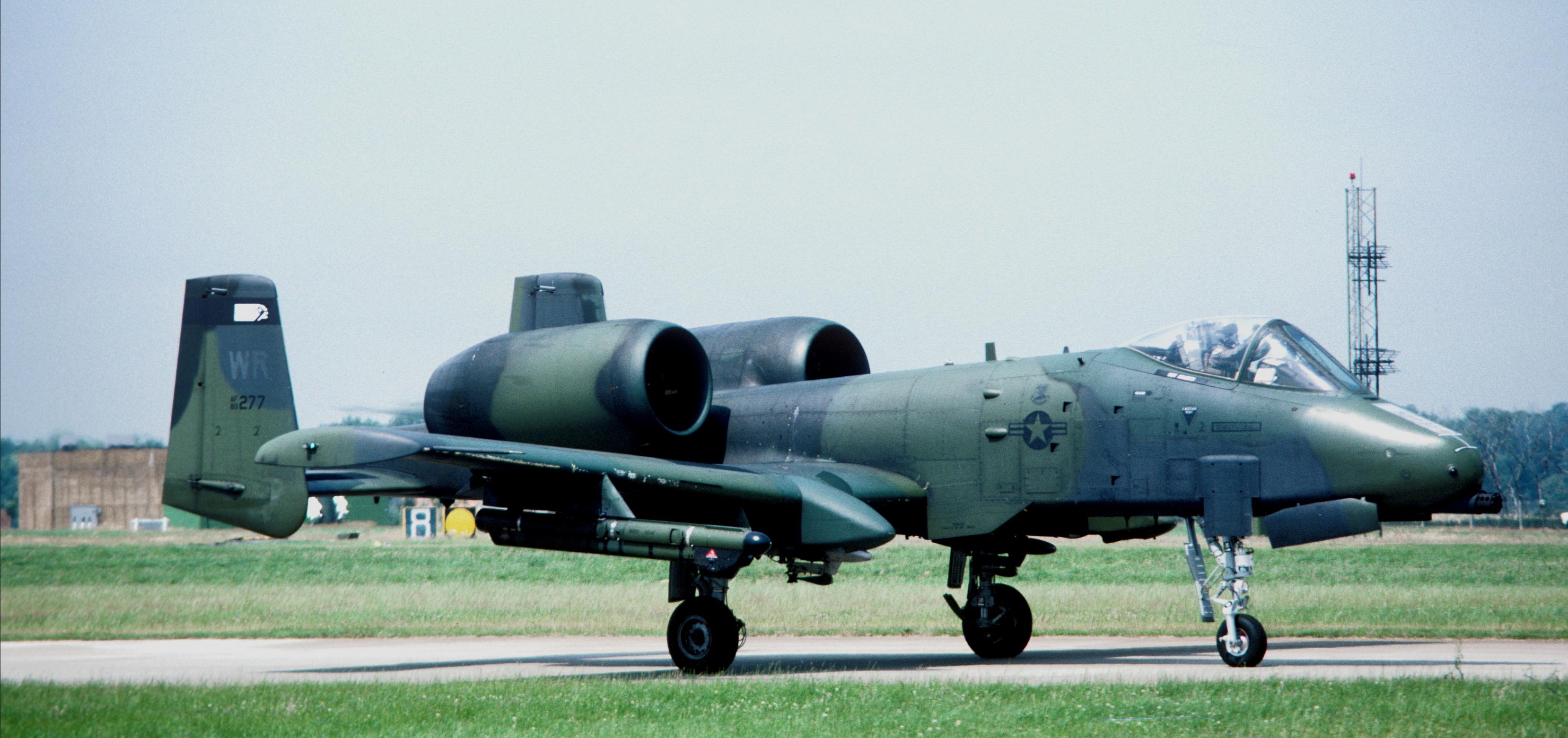 a-10a_wr_80-277_81_tfw_raf_bentwaters_17_july_1985.jpg