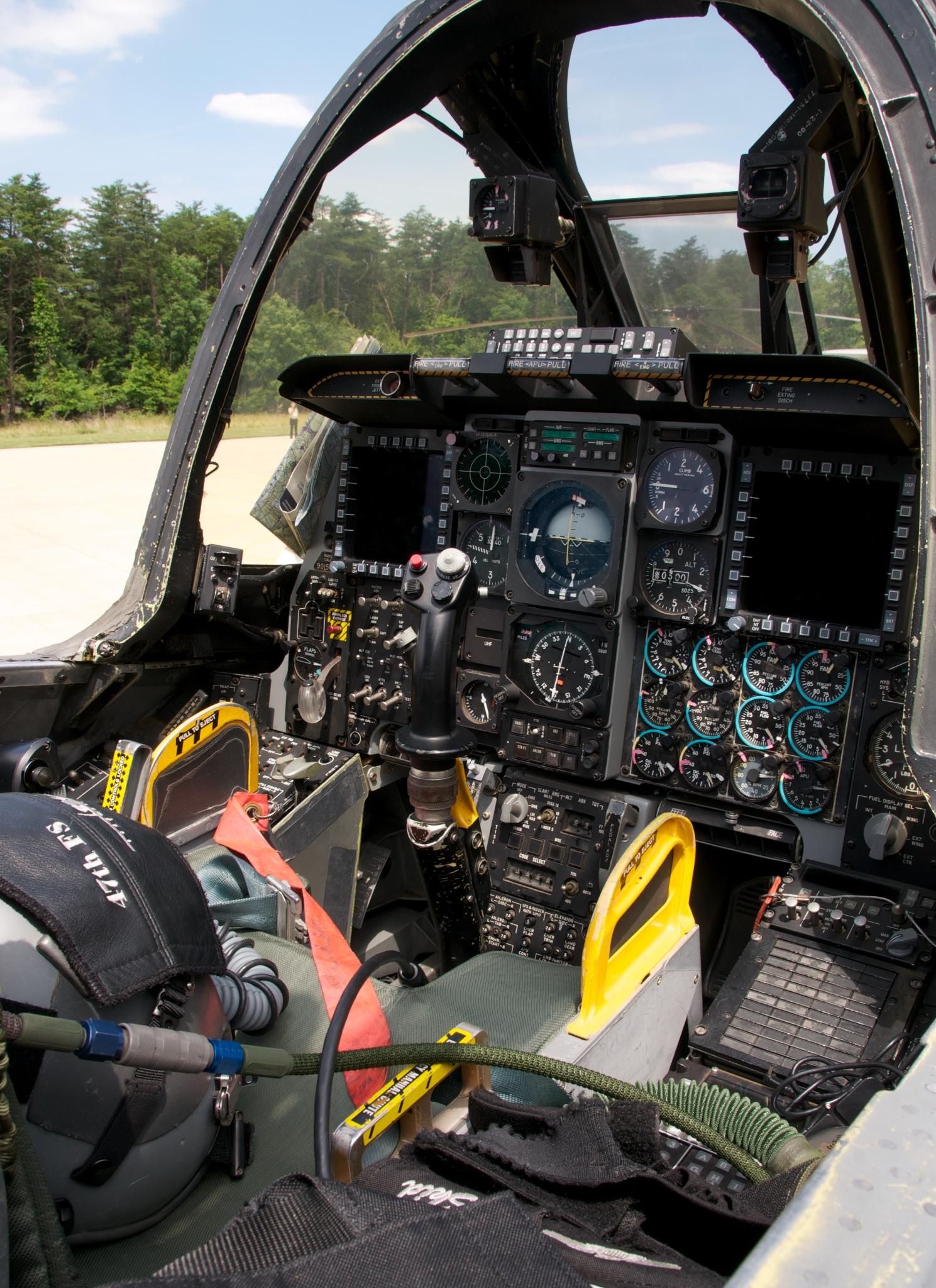 a-10c_warthog_cockpit.jpg