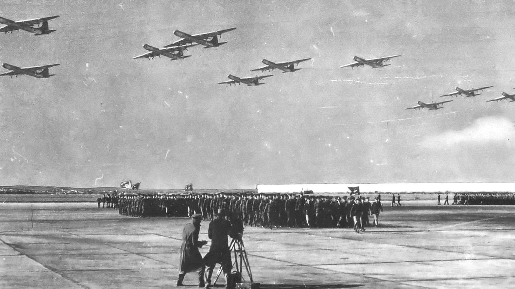 mass_flyover_of_7th_bombardment_wing_b-36s.jpg