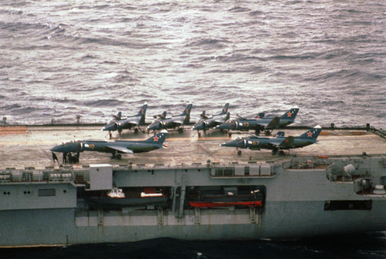 yak-38_on_the_aircraft_carrier_kiev.JPEG