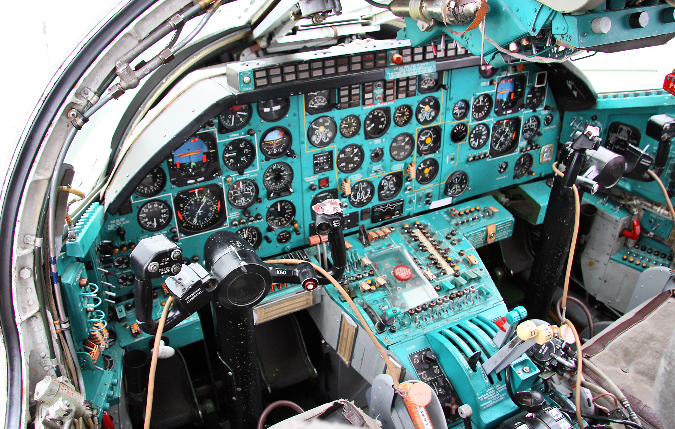 cockpit_of_tupolev_tu-22m3.jpg