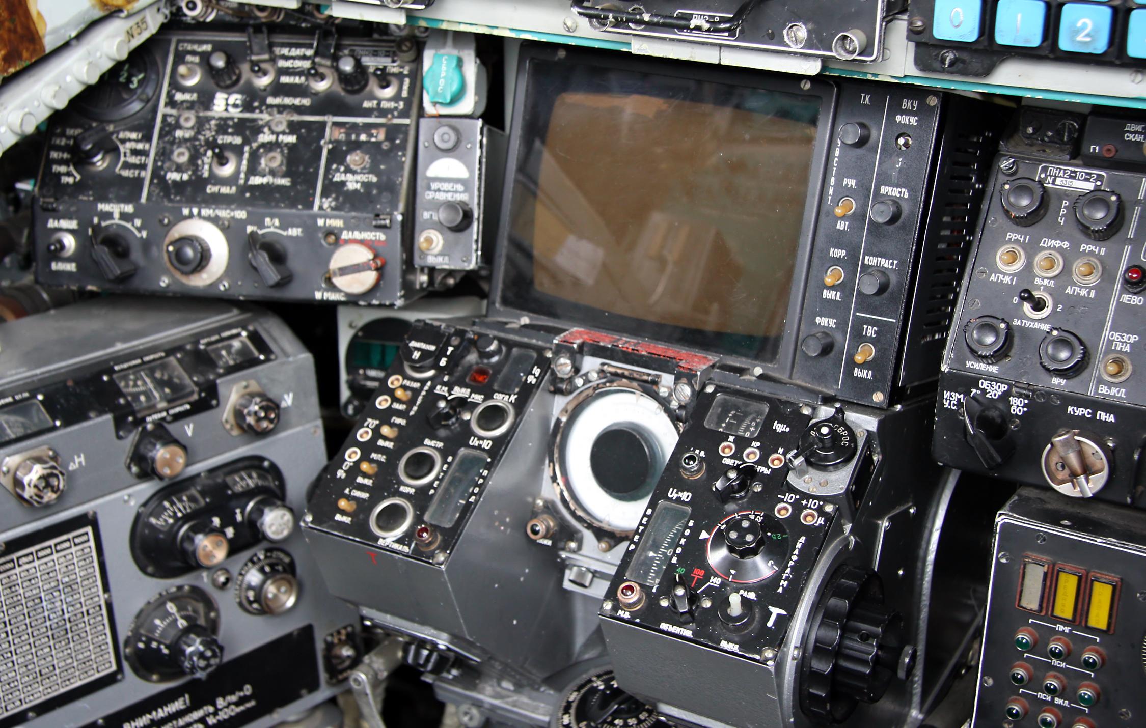 cockpit_of_tupolev_tu-22m3_8.jpg
