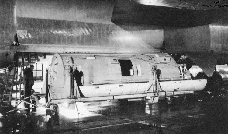 rb-52b-reconnaissance-pod.jpg