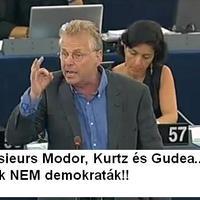 Az EP közös nyilatkozatban ítélte el a Modorost
