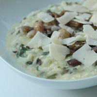 Spenótos, gorgonzolás risotto hirtelen sült erdei gombával