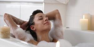 woman-bath_small.jpg