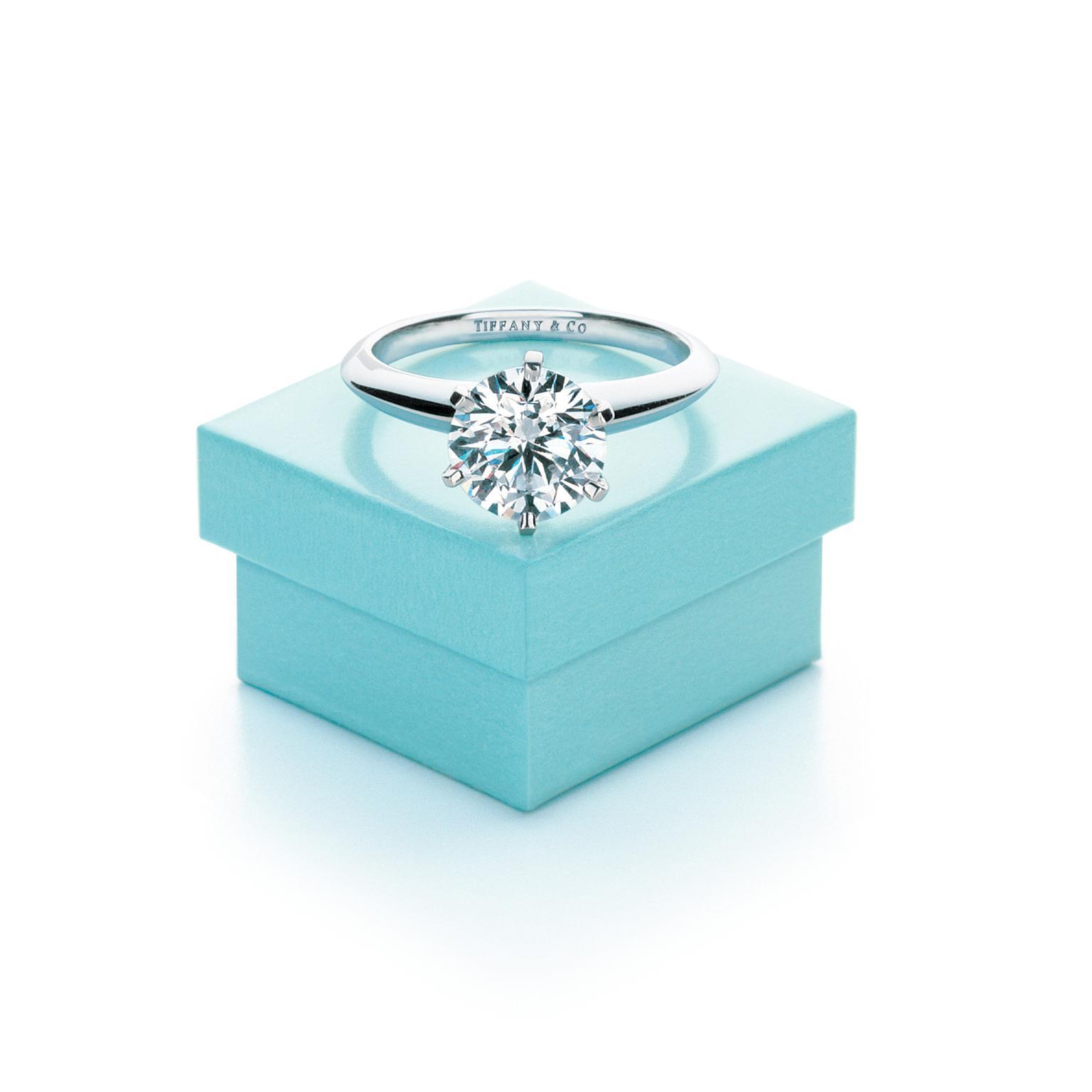 Eljegyzési- és karikagyűrű: melyik is melyik?