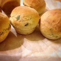 Muffin formában sült fűszeres zsömle