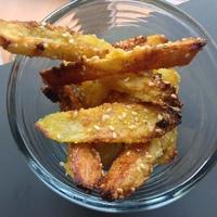 Krumpli szezámmaggal és kukoricadarával