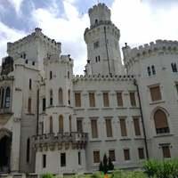 Csehország szépségei: angol kastély a folyóparton