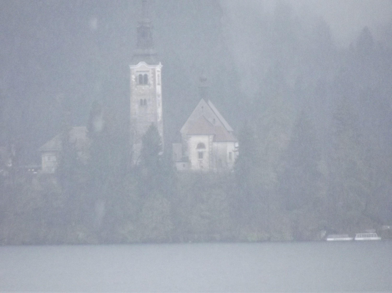 A Mária mennybemenetele templom a hajókikötőből