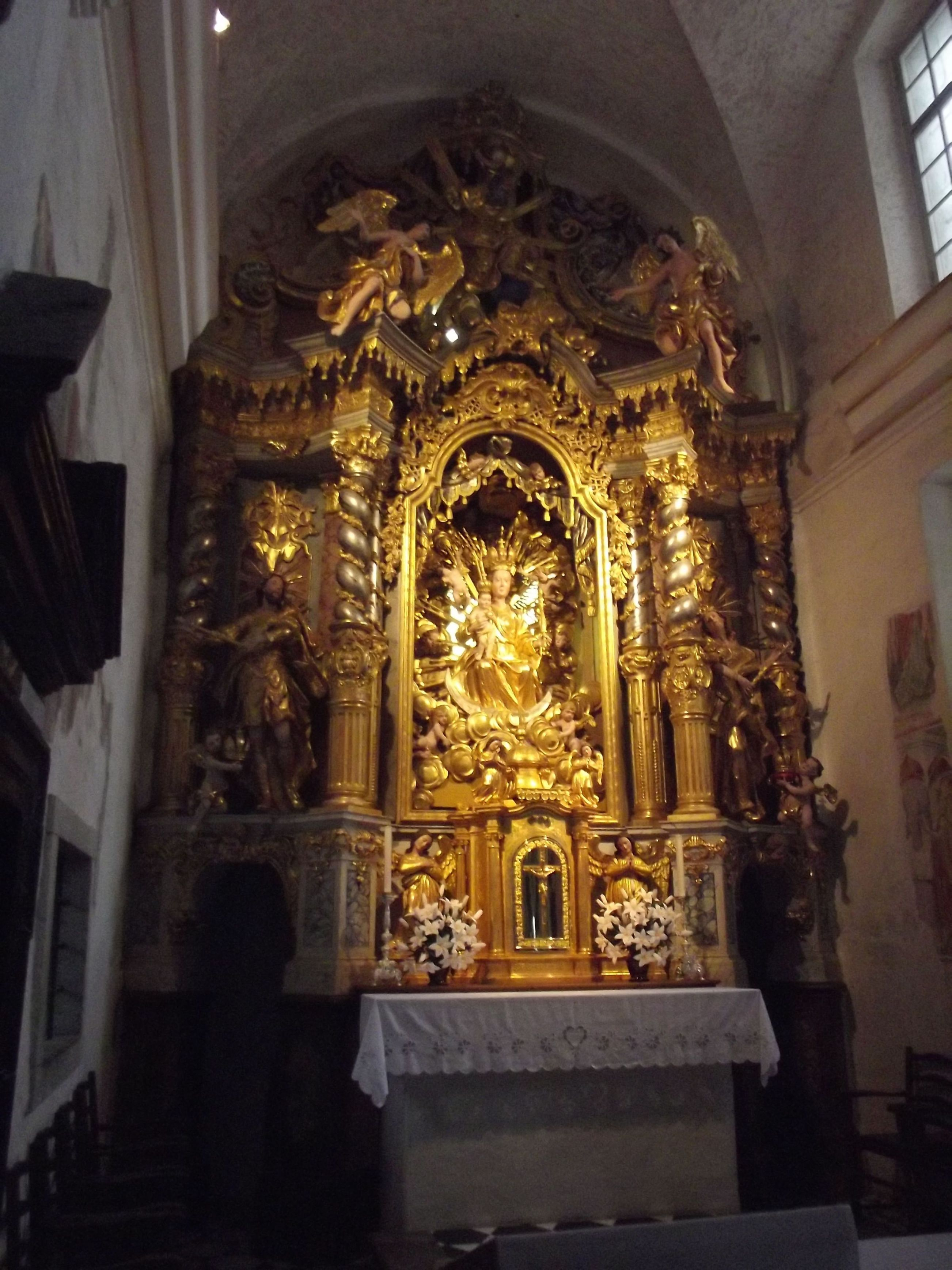 Mária mennybemenetele templom oltára